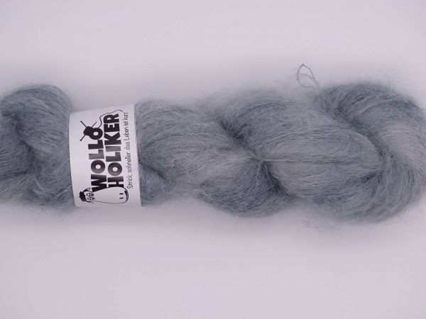Plüüster *Silberfuchs*. Wolle kaufen Bremerhaven, handgefärbte Wolle