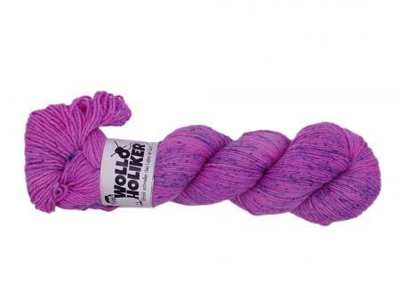 Seidenraupe *Rosa Sommersprossen dunkel*. Wolle kaufen Bremerhaven, handgefärbte Wolle