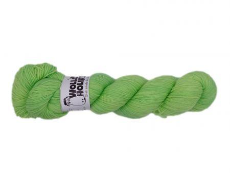 Scheißerchen *Zartgrün*. Wolle kaufen Bremerhaven, handgefärbte Wolle