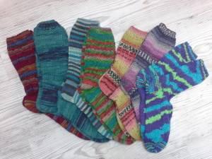 Socken fast ausschließlich aus Opal gestrickt, alle seit Januar genadelt.